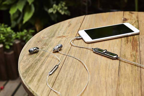 Thunder Active Noise Cancelling Lightning Earbuds