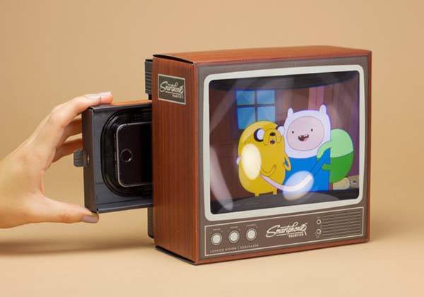 The Retro TV Smartphone Magnifier