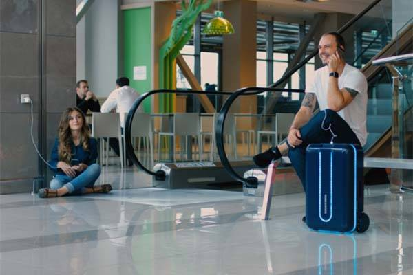 Travelmate Autonomous Smart Suitcase
