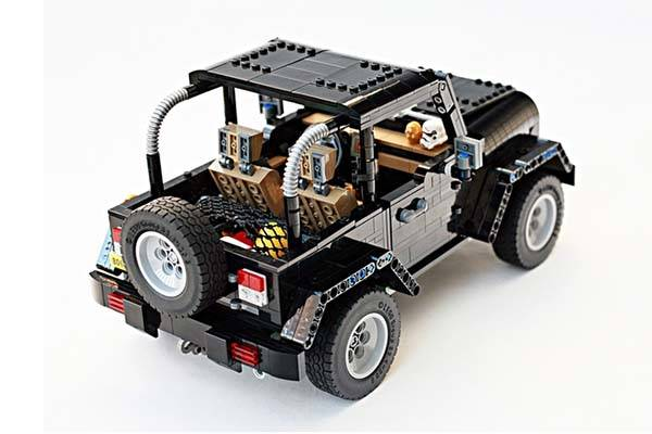 Jeep Wrangler Rubicon LEGO Set