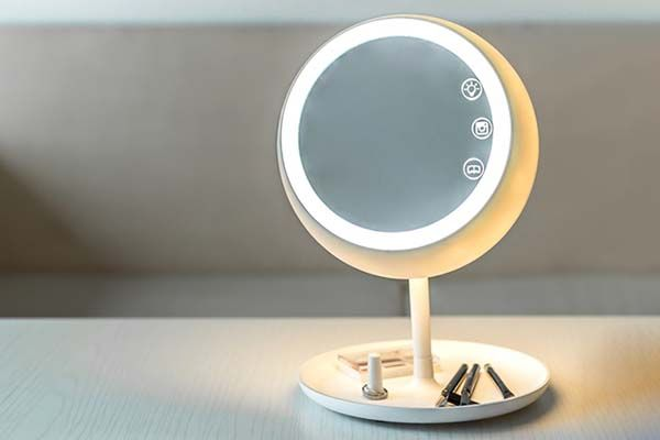 Juno Smart Makeup Mirror Delivers Suitable Light For Your