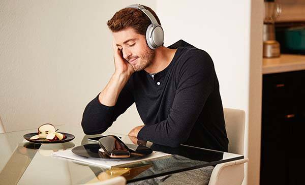 LOVE Portable Turntable with WiFi and Bluetooth