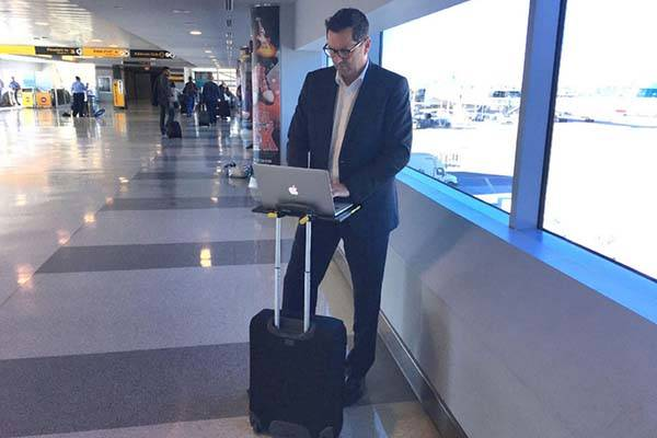 Smartoo Travel Desk Works with Any Luggage Pull Up Handle