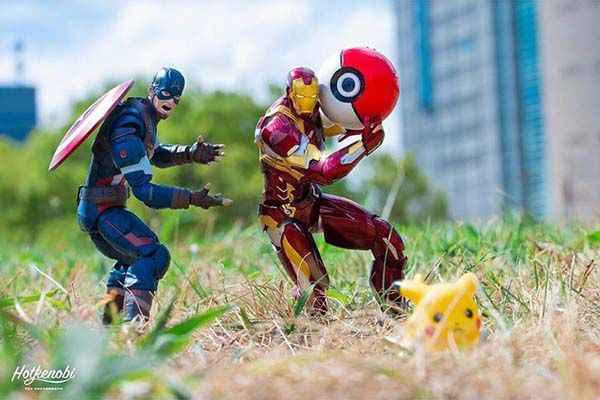 The Awesome Mashup Photos of Superhero Action Figures