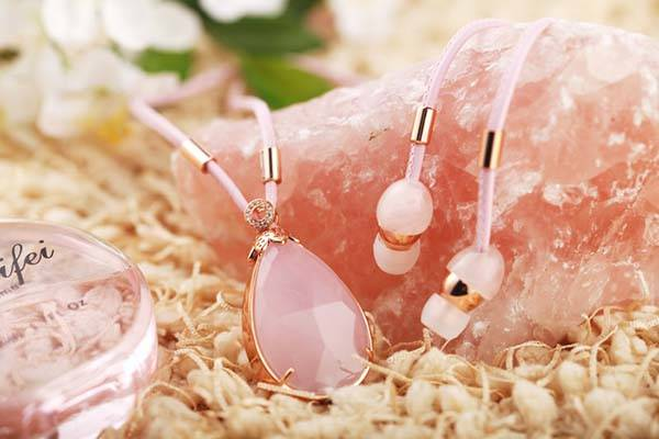 HiNICE+ Gem Necklace with Bluetooth Earbuds