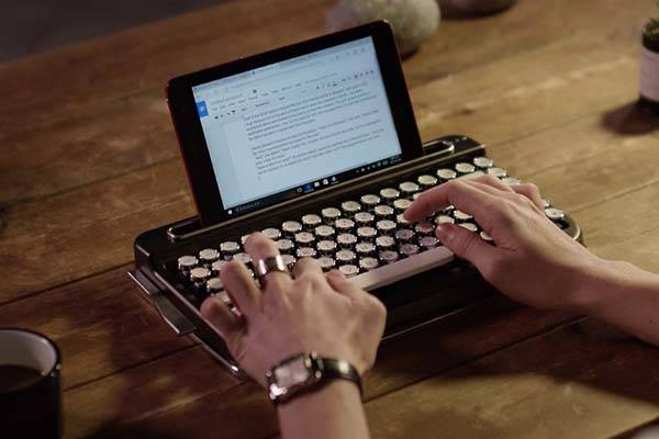Penna Typewriter Styled Bluetooth Mechanical Keyboard
