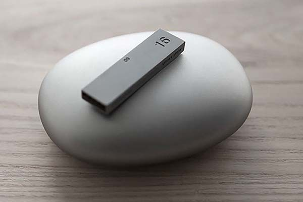 The Concept Magnetic USB Flash Drive
