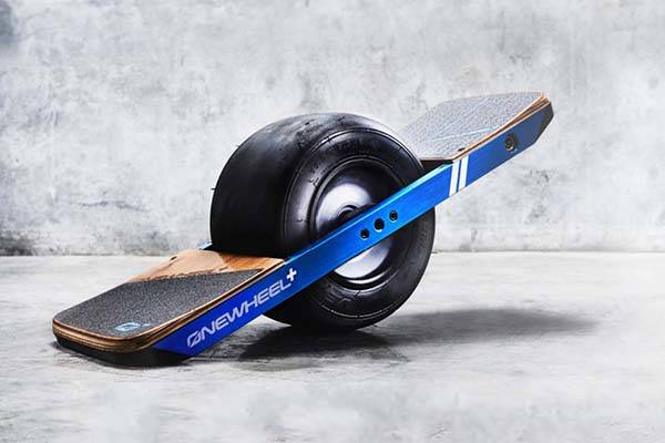 onewheel electric skateboard with powerful hub motor intuitive control and more gadgetsin. Black Bedroom Furniture Sets. Home Design Ideas