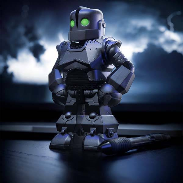 The Iron Giant Vinimates Vinyl Figure