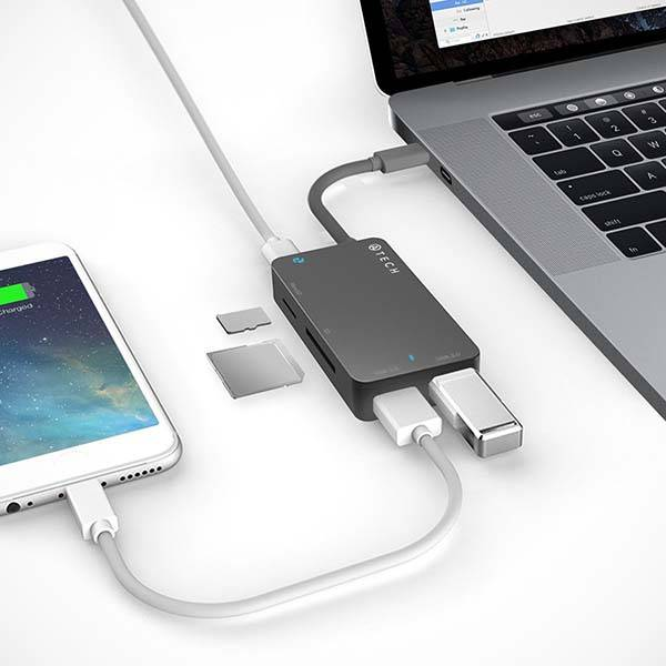 USB-C Hub with Memory Card Reader