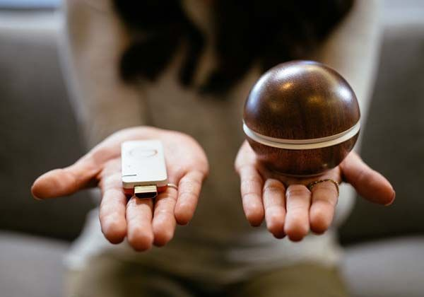 Hale Orb Remote Allows You to Browse Photos and Videos via a TV