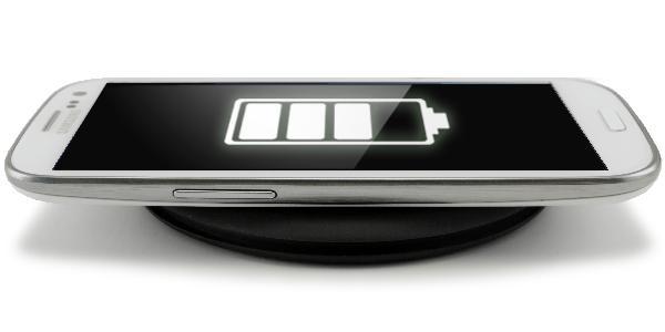 http://media.gadgetsin.com/2013/01/qimini_ultra_portable_wireless_charger_3.jpg একই সাথে চার্জ হবে ৪০ টি মোবাইল তাও আবার তারহীন উপায়ে!